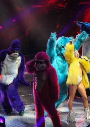 Miley Cyrus: Bangerz Tour in Washington -18