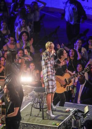 Miley Cyrus: Bangerz Tour in Washington -32