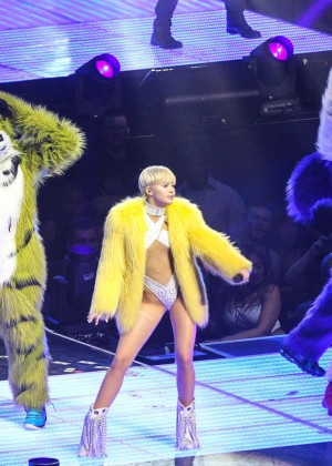 Miley Cyrus: Bangerz Tour in Washington -38