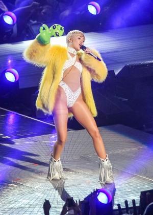 Miley Cyrus: Bangerz Tour in Washington -50