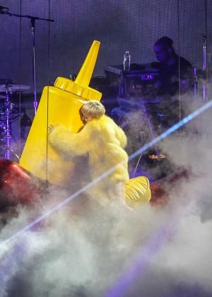 Miley Cyrus: Bangerz Tour in Washington -54