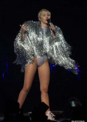 Miley Cyrus: Bangerz Tour in Adelaide -01