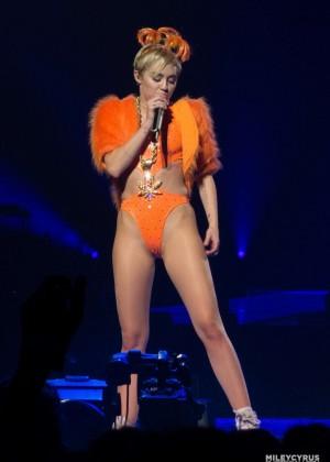 Miley Cyrus: Bangerz Tour in Adelaide -17