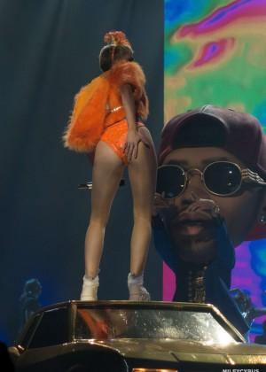 Miley Cyrus: Bangerz Tour in Adelaide -18