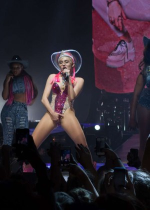 Miley Cyrus: Bangerz Tour in Adelaide -20