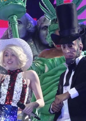 Miley Cyrus Bangerz Tour: Hot Photos -06