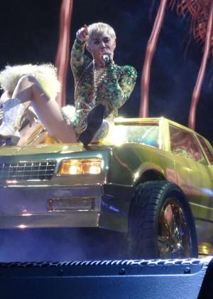 Miley Cyrus Bangerz Tour: Hot Photos -53