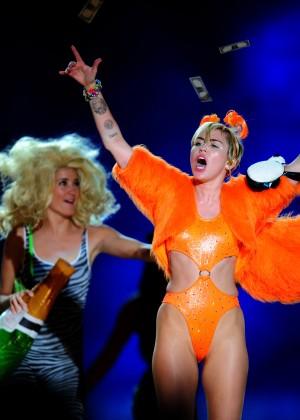 Miley Cyrus - Bangerz Tour in Buenos Aires -08