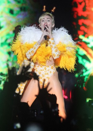 Miley Cyrus - Bangerz Tour in Buenos Aires -13