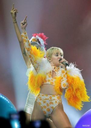 Miley Cyrus: Bangerz Tour in Mexico -03