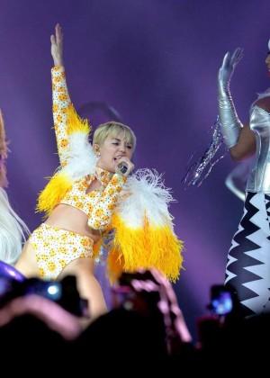 Miley Cyrus: Bangerz Tour in Mexico -08