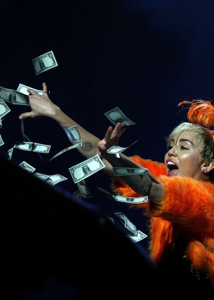 Miley Cyrus - Bangerz Tour in Perth -04