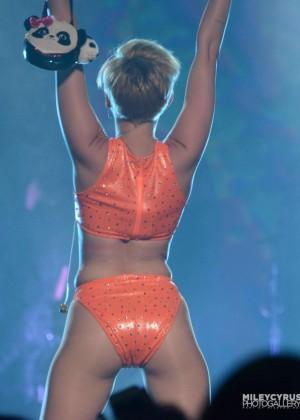 Miley Cyrus: Bangerz Tour in Puerto Rico -04