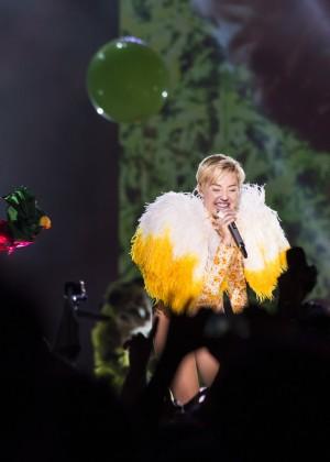 Miley Cyrus: Bangerz Tour in Rio de Janeiro -02