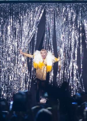 Miley Cyrus: Bangerz Tour in Rio de Janeiro -05