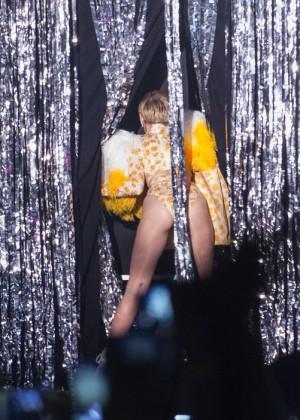 Miley Cyrus: Bangerz Tour in Rio de Janeiro -06