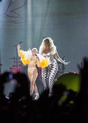 Miley Cyrus: Bangerz Tour in Rio de Janeiro -07