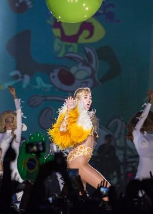Miley Cyrus: Bangerz Tour in Rio de Janeiro -09