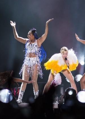 Miley Cyrus: Bangerz Tour in Rio de Janeiro -10
