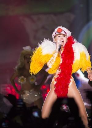 Miley Cyrus - Bangerz Tour in Rio de Janeiro, Brazil