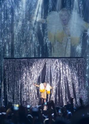 Miley Cyrus: Bangerz Tour in Rio de Janeiro -14