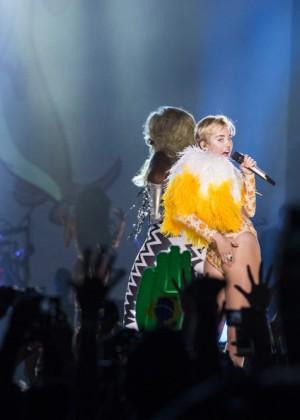 Miley Cyrus: Bangerz Tour in Rio de Janeiro -16