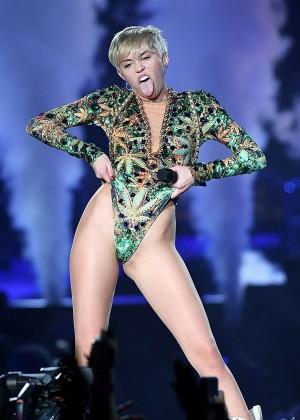 Miley Cyrus: Bangerz Tour in San Antonio 2014 -03