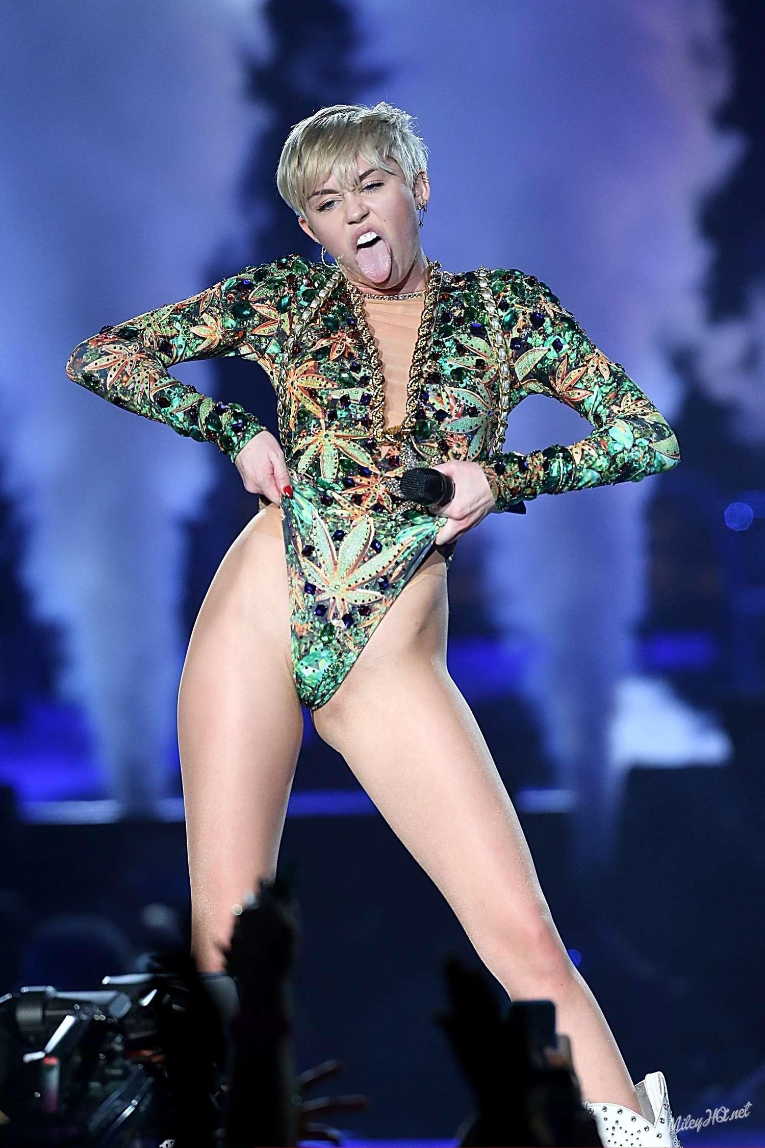 Miley Cyrus Bangerz Tour In San Antonio 2014 03 Gotceleb