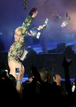 Miley Cyrus: Bangerz Tour in San Antonio 2014 -07