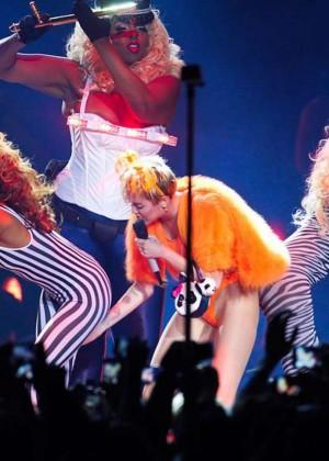 Miley Cyrus: Bangerz Tour in Santiago -04