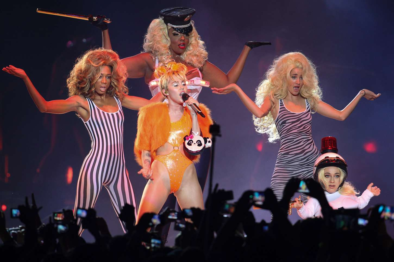 Miley Cyrus - Bangerz Tour in Santiago
