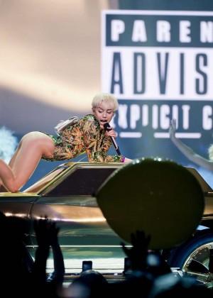 Miley Cyrus: Vancouver 2014 -04