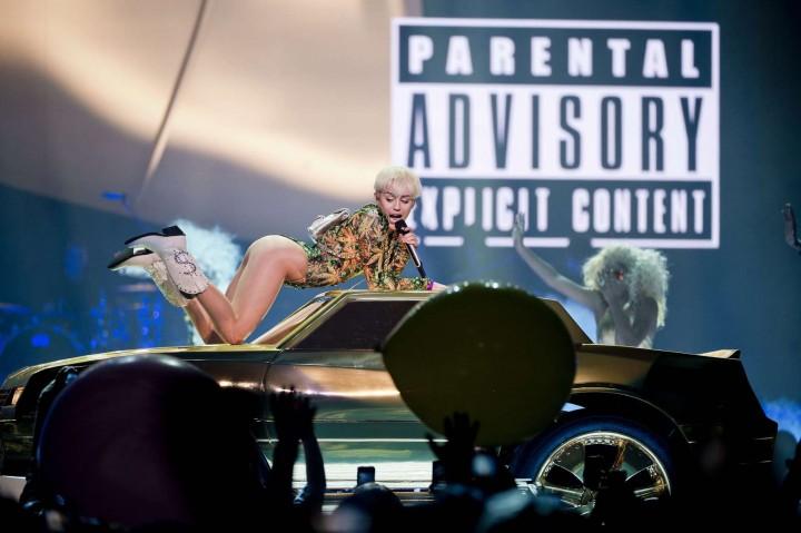 Miley-Cyrus:-Vancouver-2014--04-720x479.