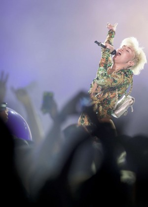 Miley Cyrus: Vancouver 2014 -10