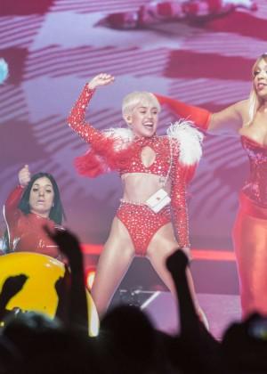 Miley Cyrus: Vancouver 2014 -17