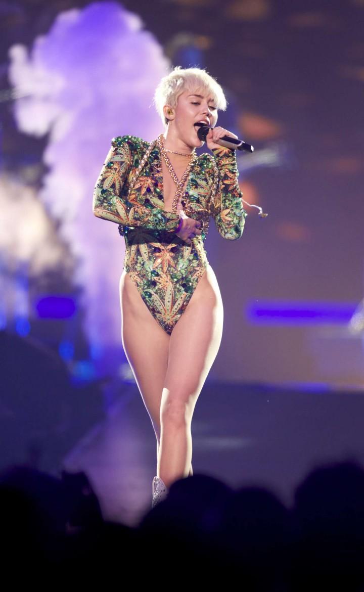 Miley Cyrus: Vancouver 2014 -22