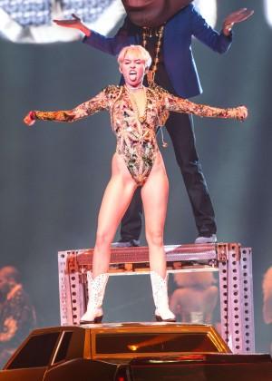 Miley Cyrus: Vancouver 2014 -23