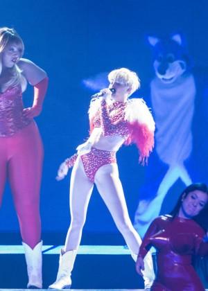 Miley Cyrus: Vancouver 2014 -24
