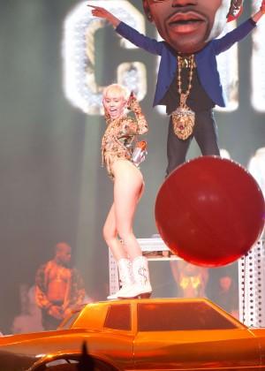 Miley Cyrus: Vancouver 2014 -27
