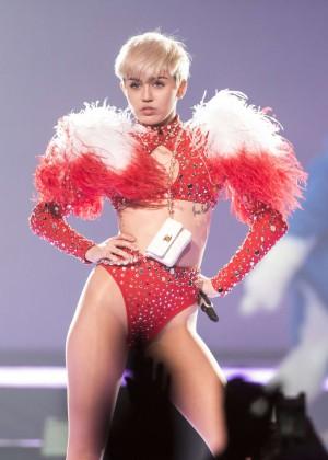Miley Cyrus: Vancouver 2014 -30