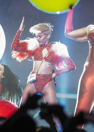 Miley Cyrus: Vancouver 2014 -39
