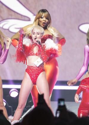 Miley Cyrus: Vancouver 2014 -45