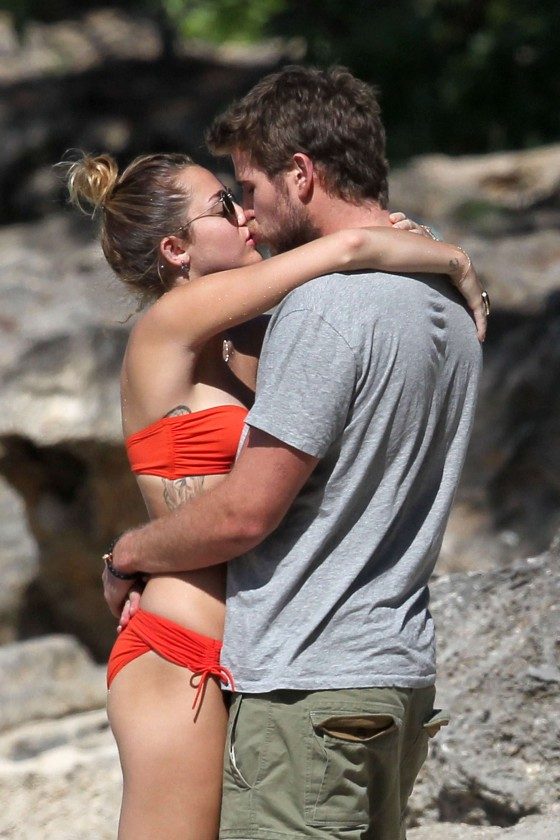 Miley Cyrus – Bikini in Hawaii – Dec 29