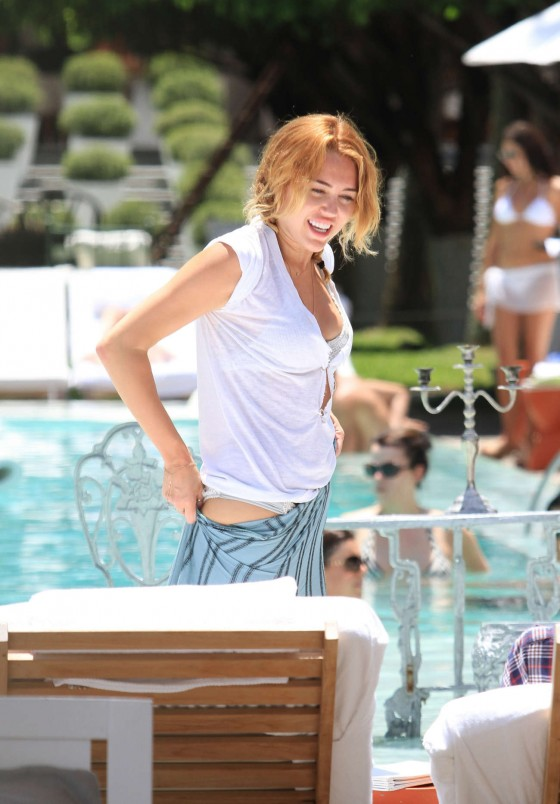 Miley Cyrus – Bikini in Miami-48
