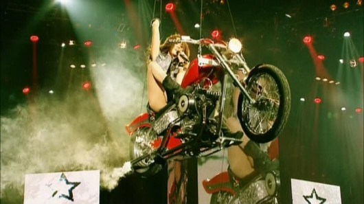 miley-cyrus-cant-be-tamed-deluxe-dvd-o2-london-concerts-caps-59