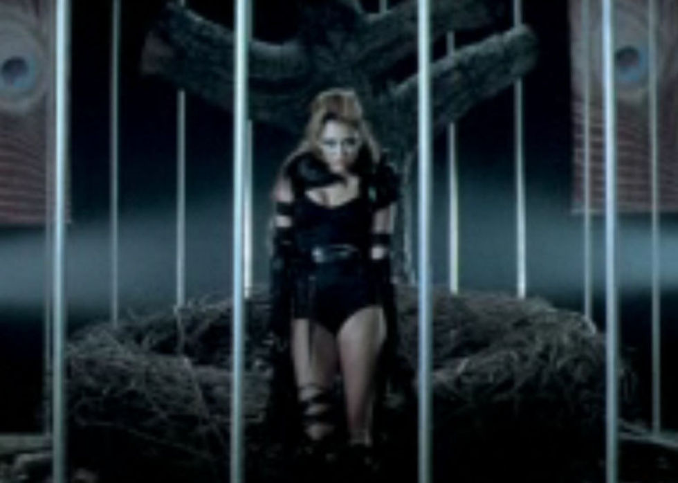 Miley Cyrus 2010 : miley-cyrus-cant-be-tamed-video-stills-01
