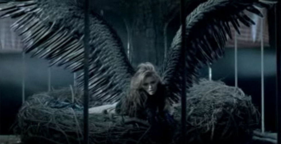 Miley Cyrus 2010 : miley-cyrus-cant-be-tamed-video-stills-02