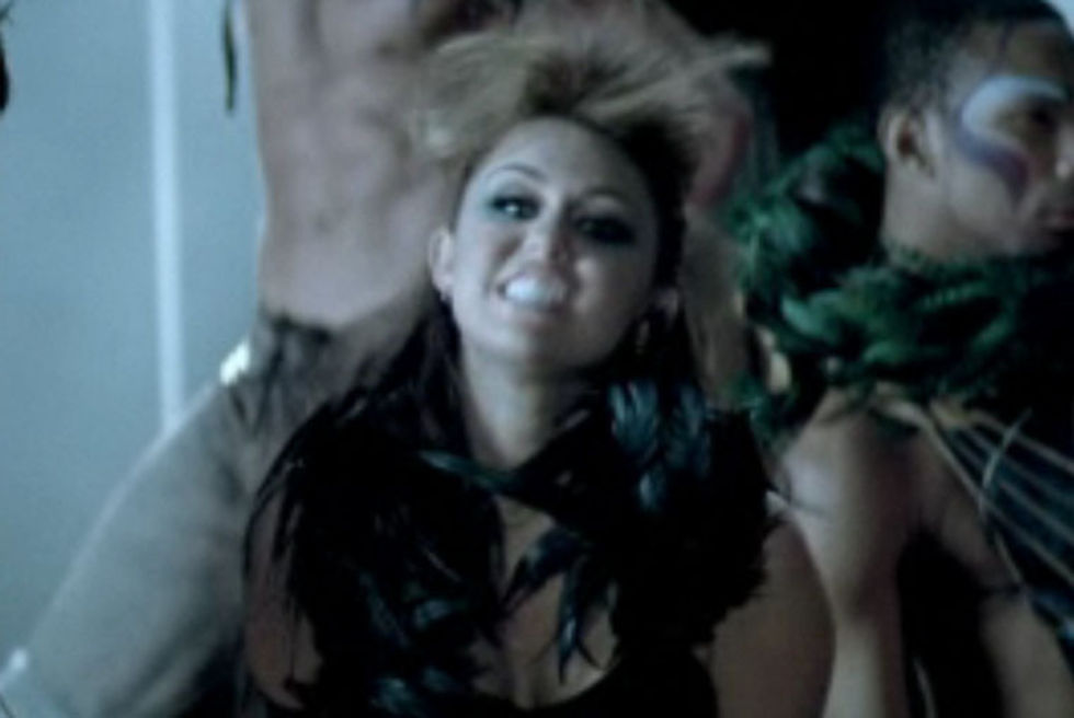 Miley Cyrus 2010 : miley-cyrus-cant-be-tamed-video-stills-08