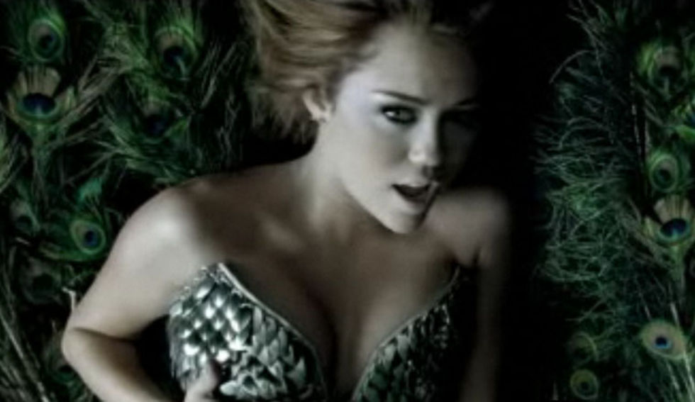 Miley Cyrus 2010 : miley-cyrus-cant-be-tamed-video-stills-09