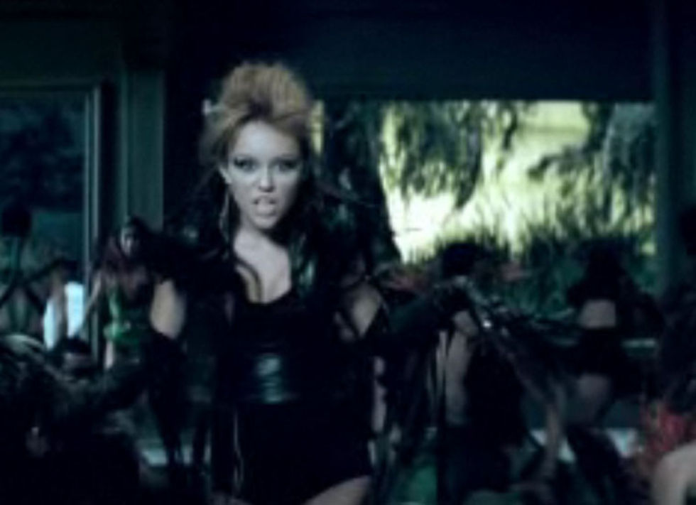 Miley Cyrus 2010 : miley-cyrus-cant-be-tamed-video-stills-11